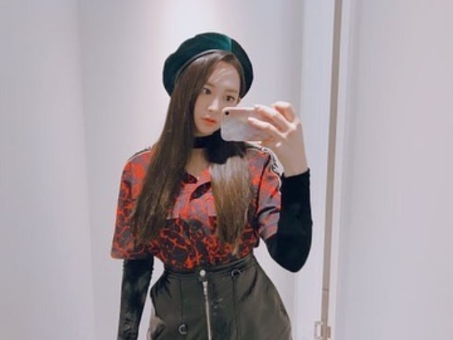 Taeha as seen in a mirror selfie in October 2018