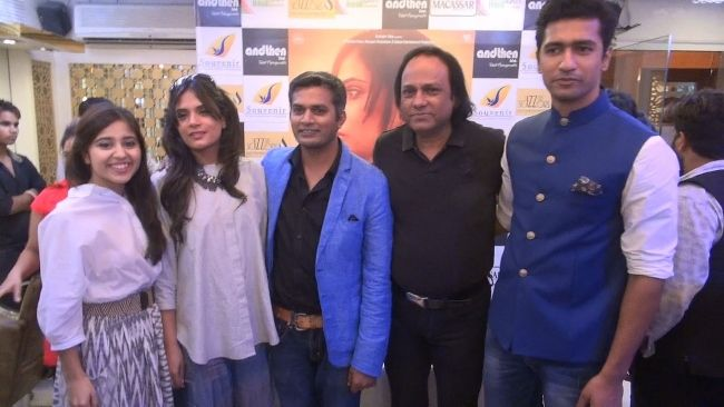 Vicky posing with his Masaan co-stars Shweta Tripathi, Richa Chadda, and director Neeraj Ghaywan during the promotion of the film in Jaipur