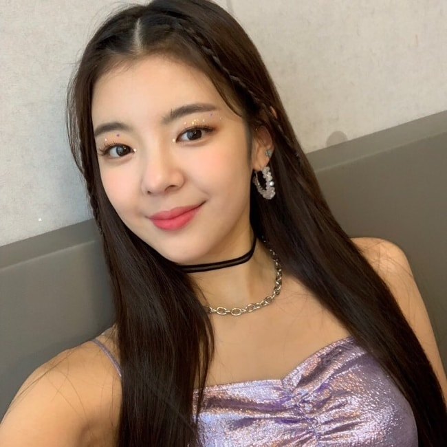 Choi Jisu as seen while taking a beautiful selfie in August 2019
