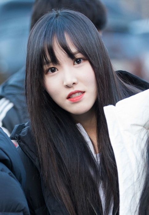Choi Yu-na (Yuju) as seen in a picture taken while she was on her way to work in January 2018