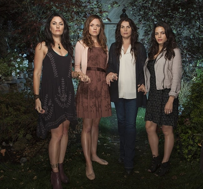 From Left to Right - Julia Ormond, Mädchen Amick, Rachel Boston, and Jenna Dewan Tatum (co-stars on the show 'Witches of East End') as seen while posing for a stunning picture in December 2016