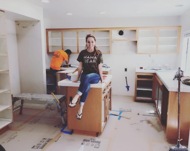 Kelly Stables as seen while smiling nervously for a picture as her kitchen was being remodeled in April 2018