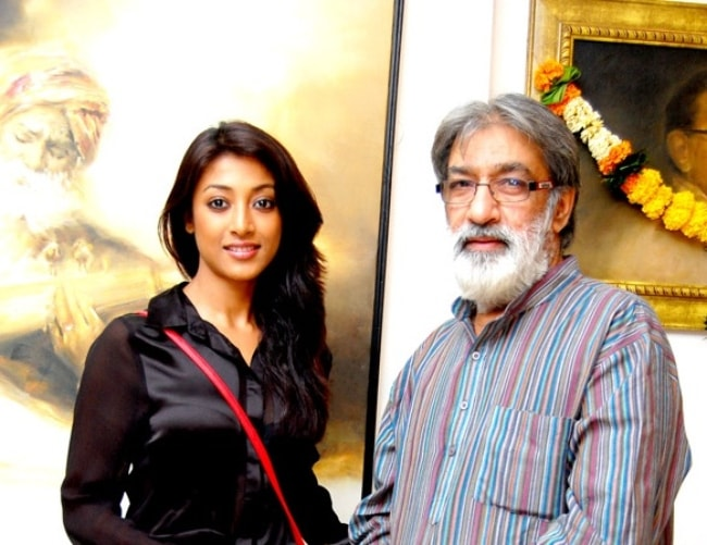 Paoli Dam as seen with Prithvi Soni at his 'Color of Arts' art exhibition in May 2013
