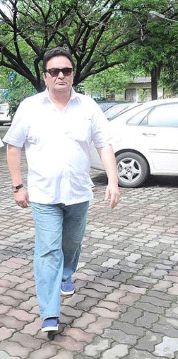 Rishi Kapoor as seen arriving at Dara Singh's funeral in July 2012