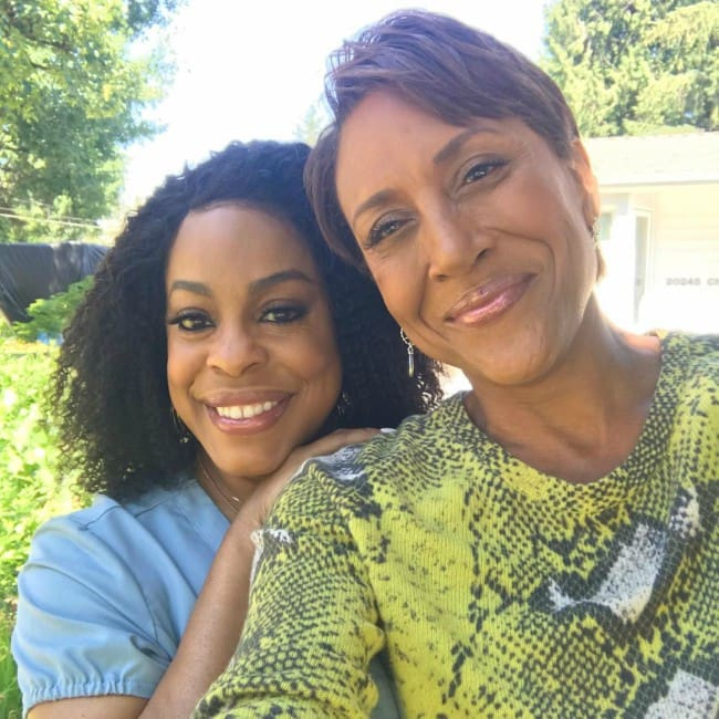 Robin Roberts (Right) and Niecy Nash in a selfie in June 2019