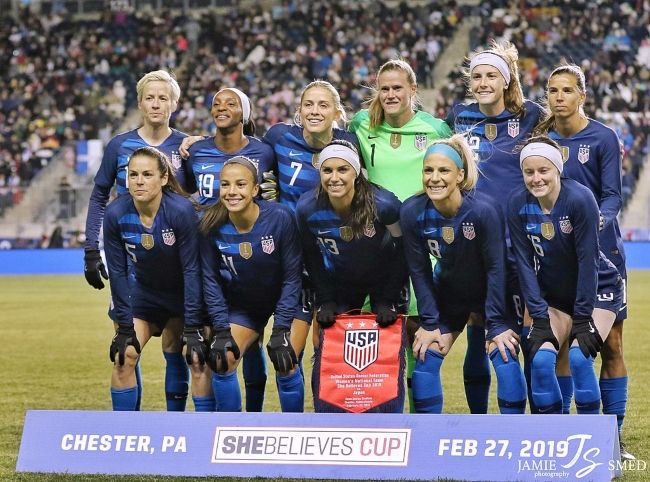 Alyssa posing with her teammates for their match against Japan at the 2019 SheBelieves Cup