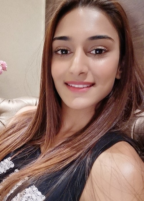 Erica Fernandes in an Instagram selfie as seen in July 2019
