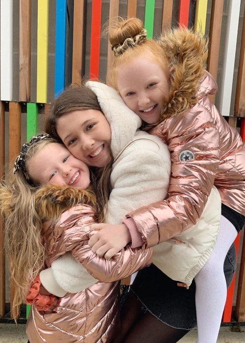 Esmé Ingham as seen in a picture taken with her younger sister Isla and older sister Isabelle Ingham in October 2019
