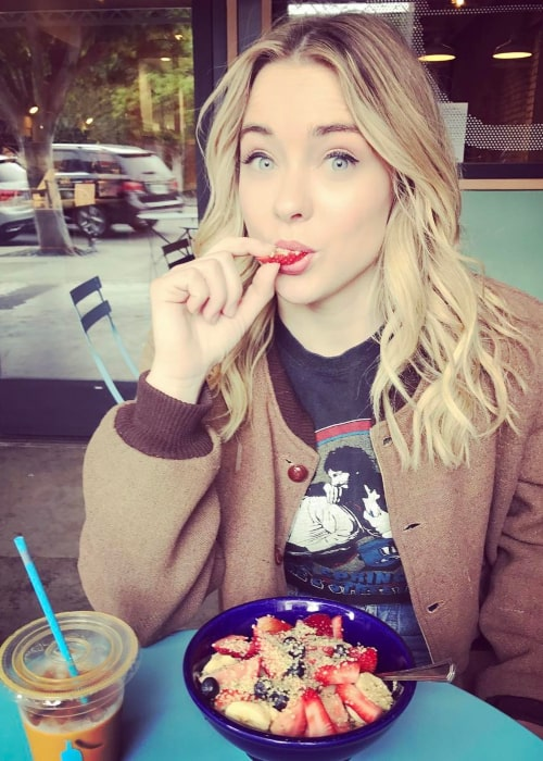 Hannah Kasulka as seen in a picture taken while enjoying a healthy fruitful meal in May 2017