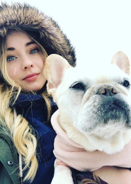 Hannah Kasulka as seen in a selfie with her best friend Leala in April 2018