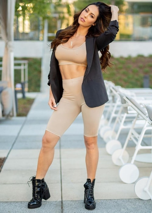 Hope Beel as seen while posing for the camera flaunting her stunning physique in Klyde Warren Park located in Dallas, Texas, United States in October 2019