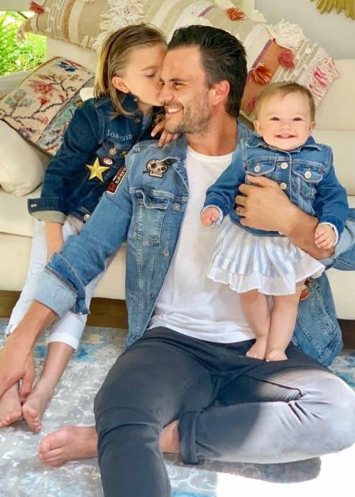 Juan Pablo Raba with his children as seen in June 2019