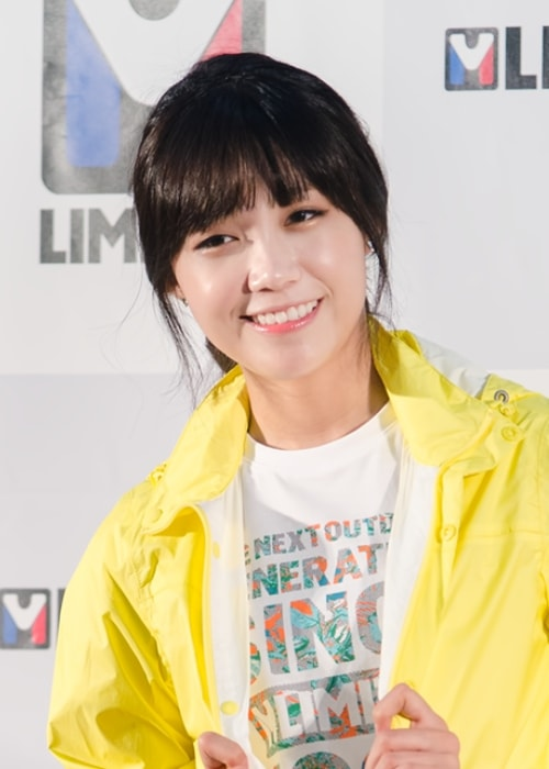Jung Eun-ji as seen while smiling in a picture at M Limited fan-signing in June 2014