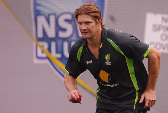Shane Watson bowling during a cricket match in 2014