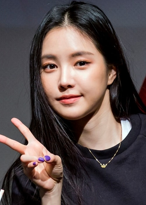 Son Na-eun as seen while posing for a picture at an 'Apink' fan meeting in Sinchon, Seoul, South Korea in January 2019