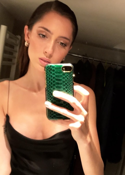 Teddy Quinlivan as seen while taking a mirror selfie in Paris, France in September 2018