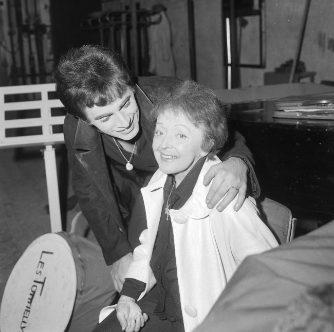 Édith Piaf as seen in a picture along with Théo Sarapo in December 1962