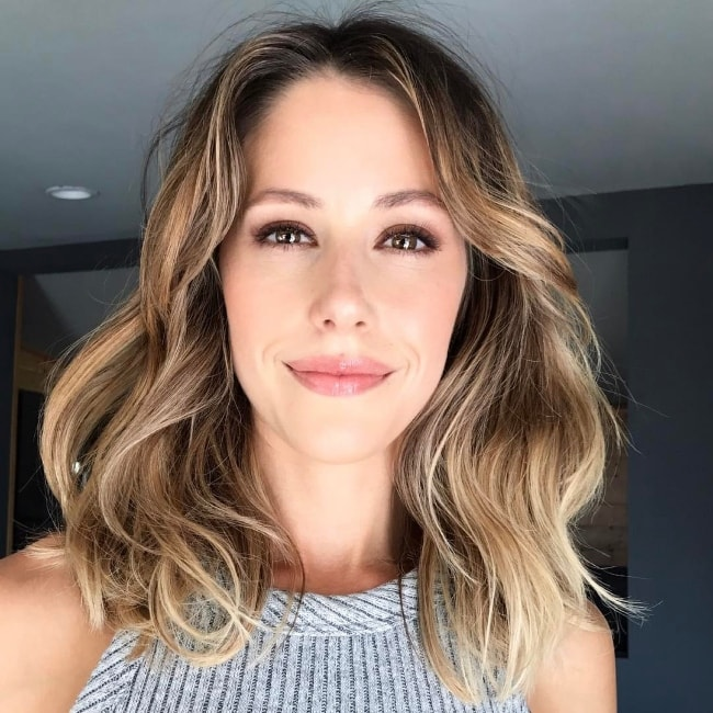 Amanda Crew as seen in a picture showing her new hair in April 2017