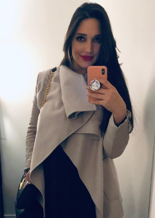 Amelia Vega as seen while clicking a mirror selfie in December 2018