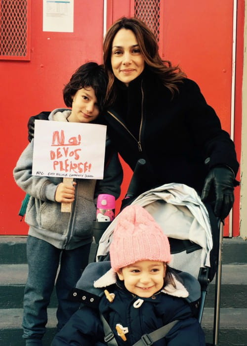 Annie Parisse with her children as seen in February 2017