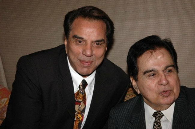 Dharmendra (Left) and Dilip Kumar at the audio release of Apne in 2007