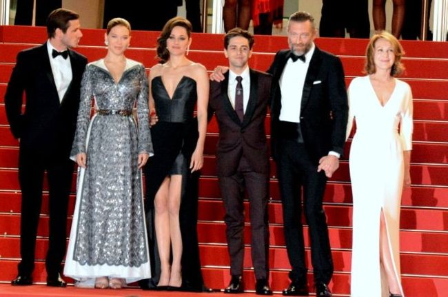 (From left to right) Gaspard Ulliel, Léa Seydoux, Marion Cotillard, Xavier Dolan, Vincent Cassel, and Nathalie Baye at the Cannes premiere of their film It's Only the End of the World in 2016