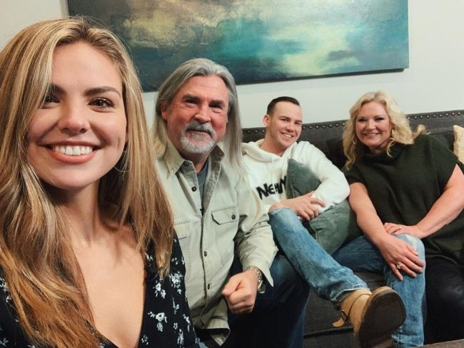 Hannah taking a selfie with her parents and brother Patrick in July 2019