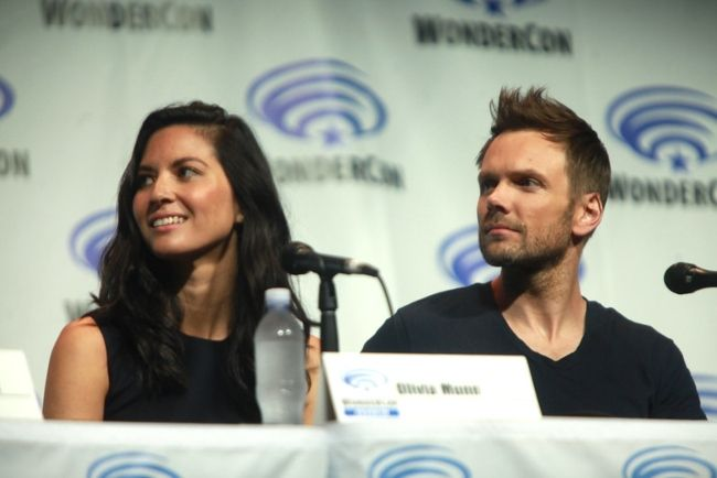 Joel McHale and Olivia Munn speaking at the 2014 WonderCon for their film Deliver Us from Evil in California