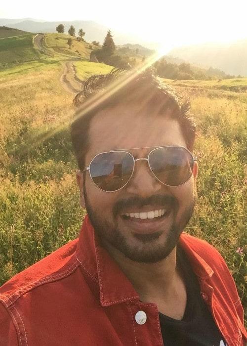 Karthik Sivakumar in an Instagram selfie as seen in November 2018