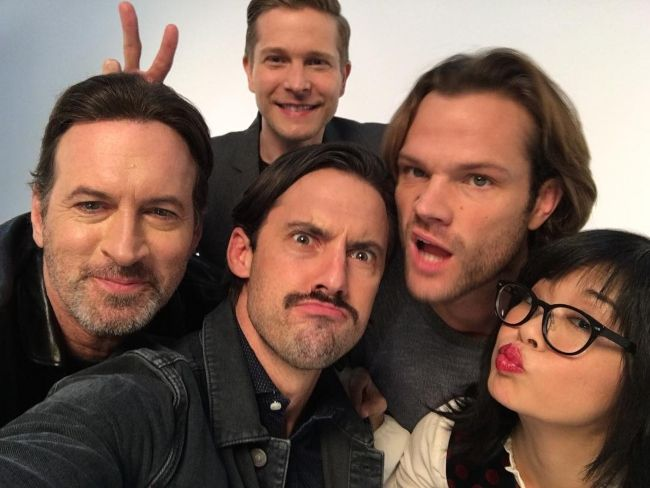 Keiko seen with her Gilmore Girls co-stars Milo Ventimiglia, Scott Patterson, Matt Czuchry, and Jared Padalecki in 2016