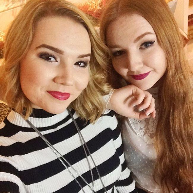 Lindsey as seen with her sister Meghan Hughes in December 2014
