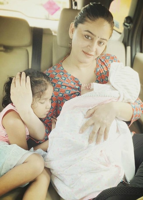 Mahhi Vij with her daughters as seen in October 2019
