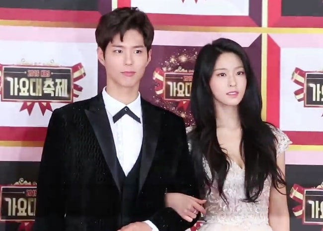 Park Bo-gum as seen while posing for a picture alongside Seolhyun at 2016 KBS Song Festival