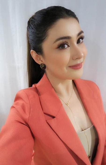 Carla Abellana as seen while taking a selfie in November 2019