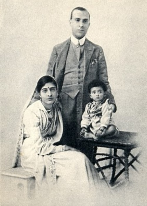 Jawaharlal Nehru with his wife Kamala and daughter Indira in 1918