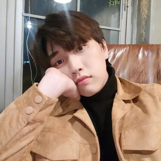 Sandeul as seen while clicking a selfie in December 2018