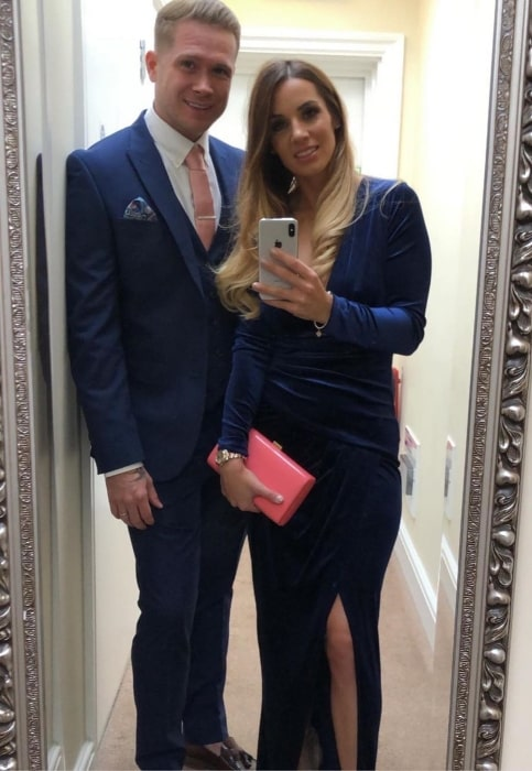 Sarah-Jane Conder as seen while taking a mirror selfie along with husband Joel Conder in November 2019
