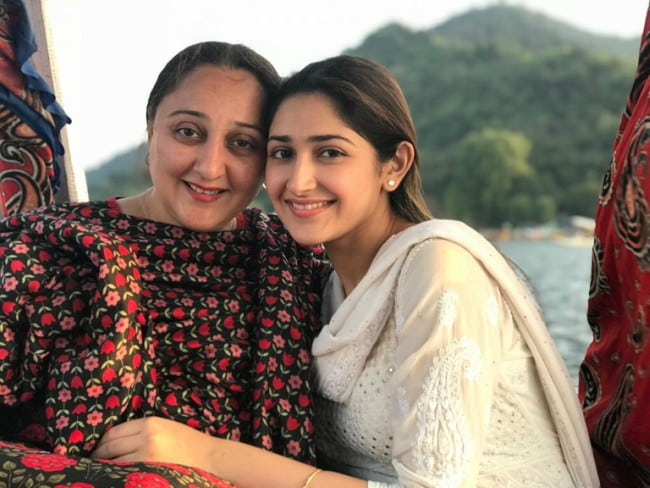 Sayyeshaa with her mother as seen in August 2018