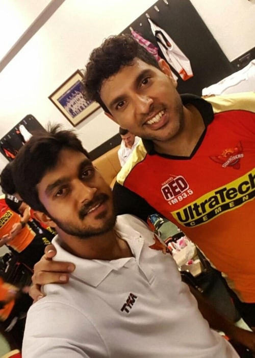Vijay Shankar as seen in a picture taken with renowned cricketer Yuvraj Singh in December 2016