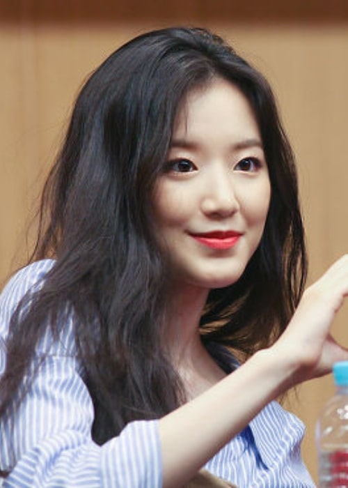 Ye Shuhua as seen at Dangsan Fansign on May 18, 2018
