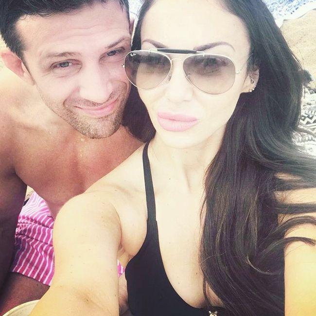 Alex and his girlfriend Nikki Manashe taking a selfie in December 2019