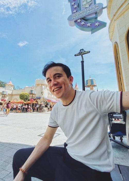 Arjo Atayde as seen while taking a selfie in June 2019