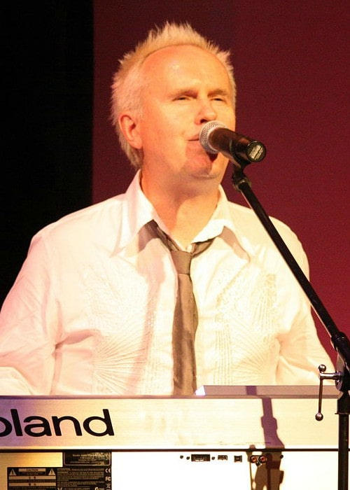 Howard Jones performing at the Sellersville Theater in July 2008