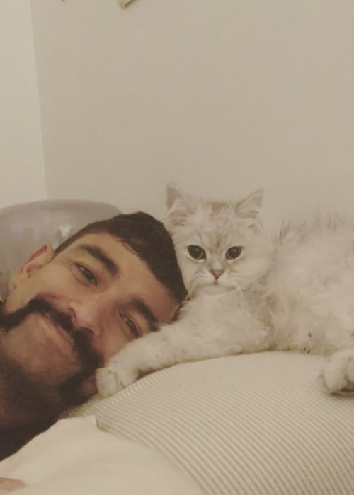 Ish Sodhi as seen in a picture with his cat Boris in January 2020