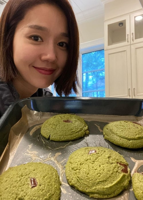 Lee Jin as seen in a picture taken while holding a tray full of scrumptious cookies in January 2020