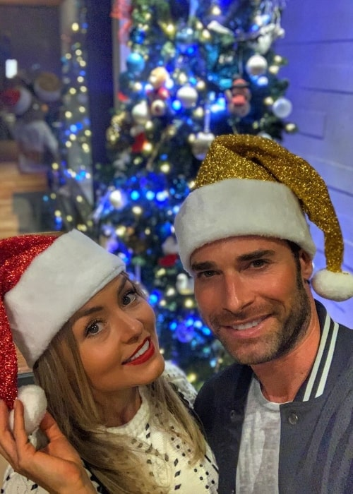Sebastian Rulli as seen in a Christmas selfie along with Angelique Boyer in December 2019