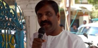 Tamil Poet Vairamuthu at alaigal book shop as seen in 2007