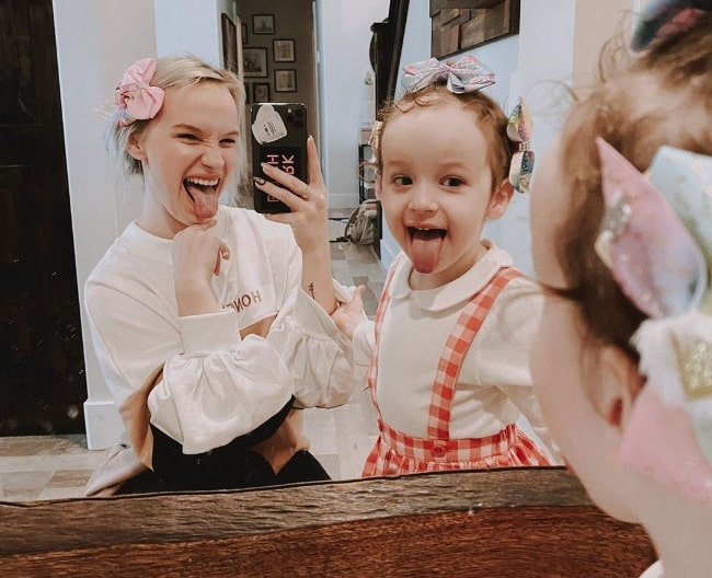 Alaya Morales as seen in a mirror selfie alongside her mother in February 2020