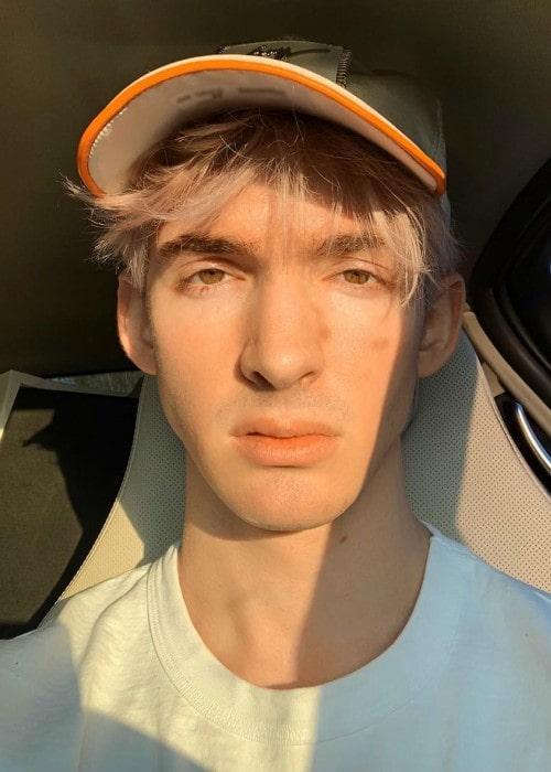 AlbertsStuff in an Instagram selfie as seen in June 2019