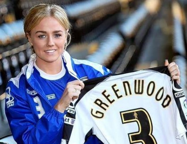 Alex Greenwood unveiling her Notts County Shirt Number in March 2015